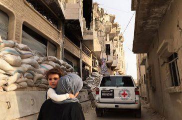 시리아: 포위된 마을 알 라스탄에 12만 여명을 위한 지원이 도착하다