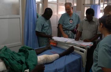 나이지리아 란 공습으로 희생된 민간인과 적십자사 직원 애도