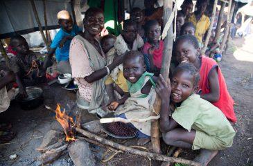 남수단: 콩 한쪽도 나눠먹는 실향민들의 삶