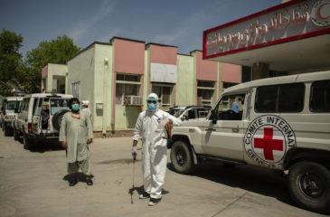 아프가니스탄: 코로나바이러스가 수백만 명을 위협하는 가운데, 의료시설에 대한 공격이 급증하고 있습니다.