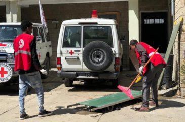 에티오피아 : 의료용품 부족으로 환자 치료에 어려움을 겪고 있는 메켈레의 병원; 적십자사 구급차로 부상자 후송