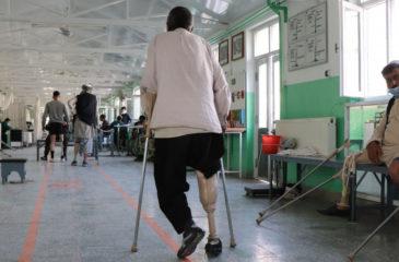 아프가니스탄: 급증하는 무력 충돌과 코로나19의 대가를 치르는 민간인